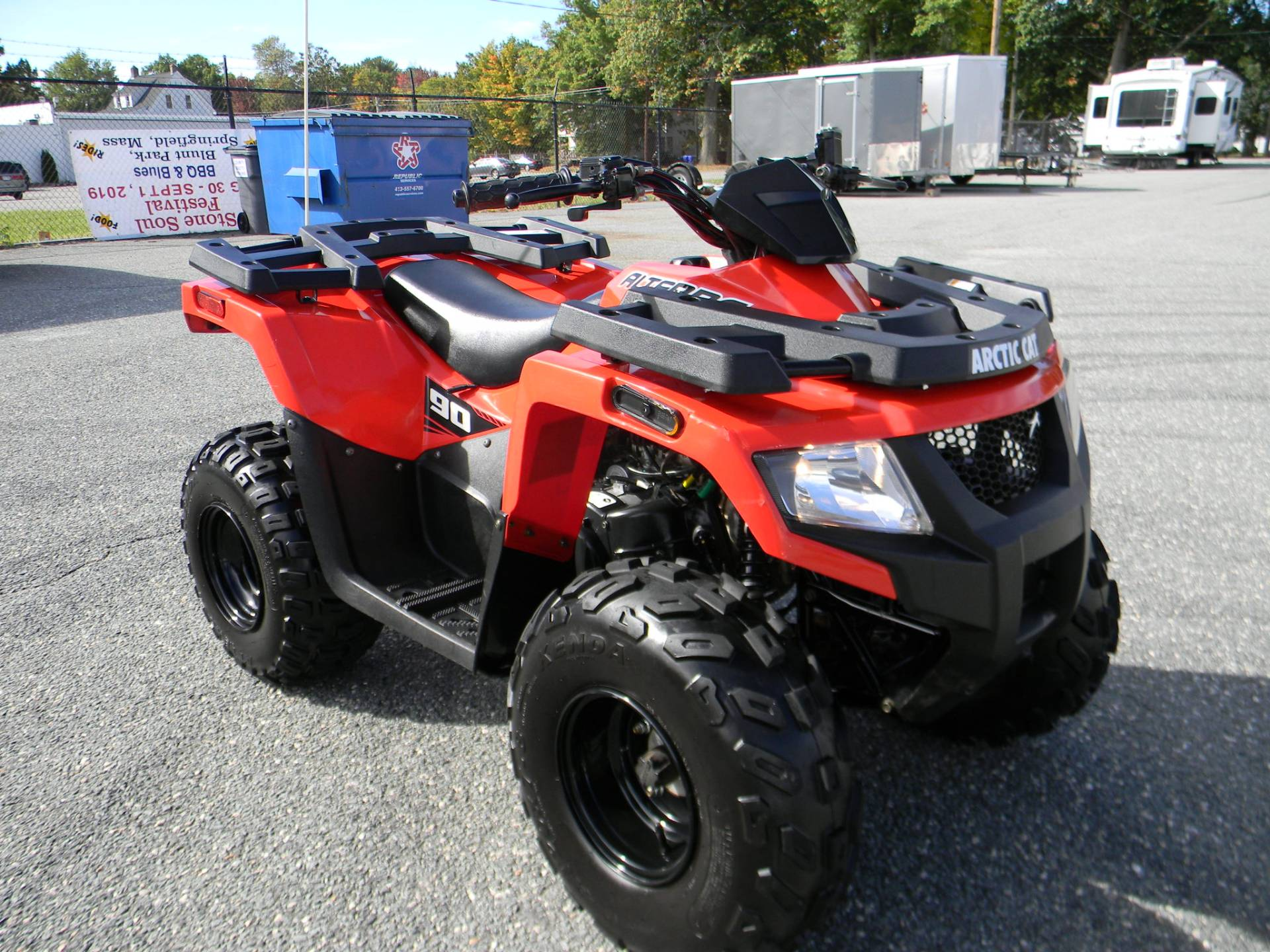 2017 Arctic Cat Alterra 90 in Springfield, Massachusetts - Photo 2
