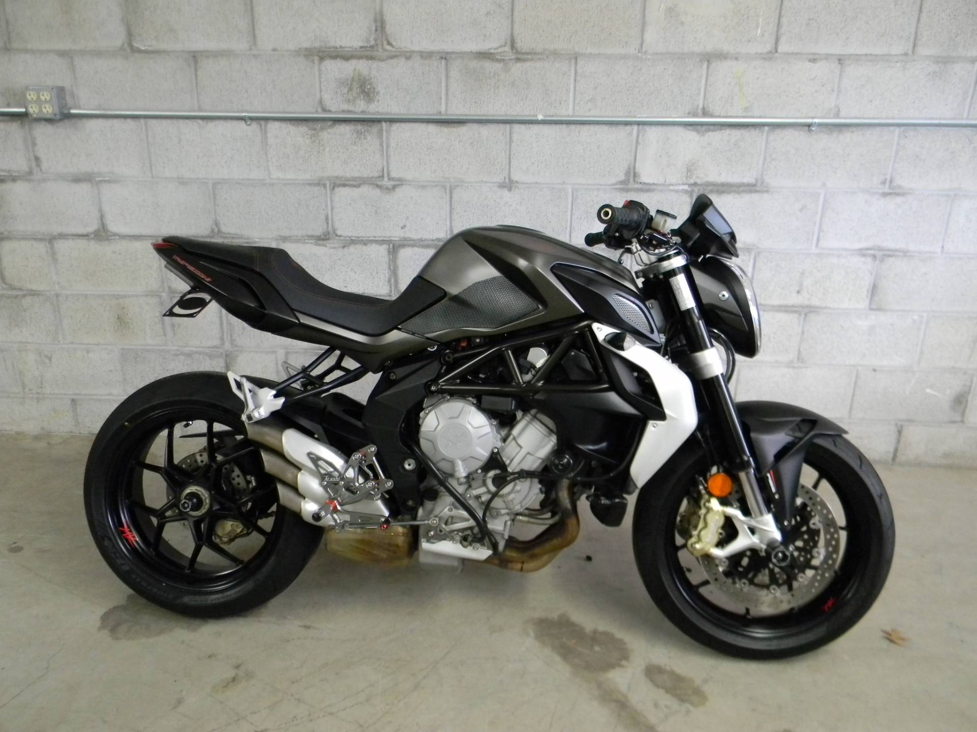 2015 MV Agusta Brutale 675 in Springfield, Massachusetts - Photo 1