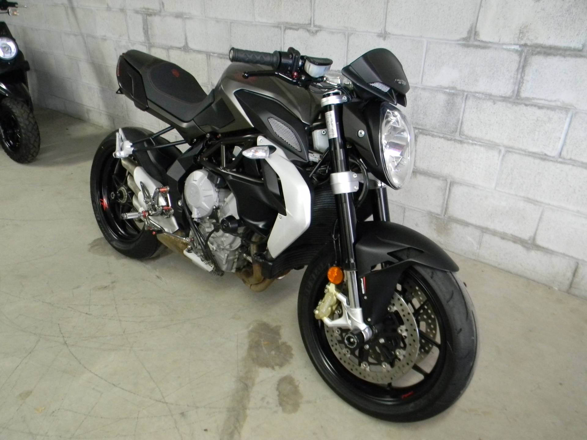 2015 MV Agusta Brutale 675 in Springfield, Massachusetts - Photo 2