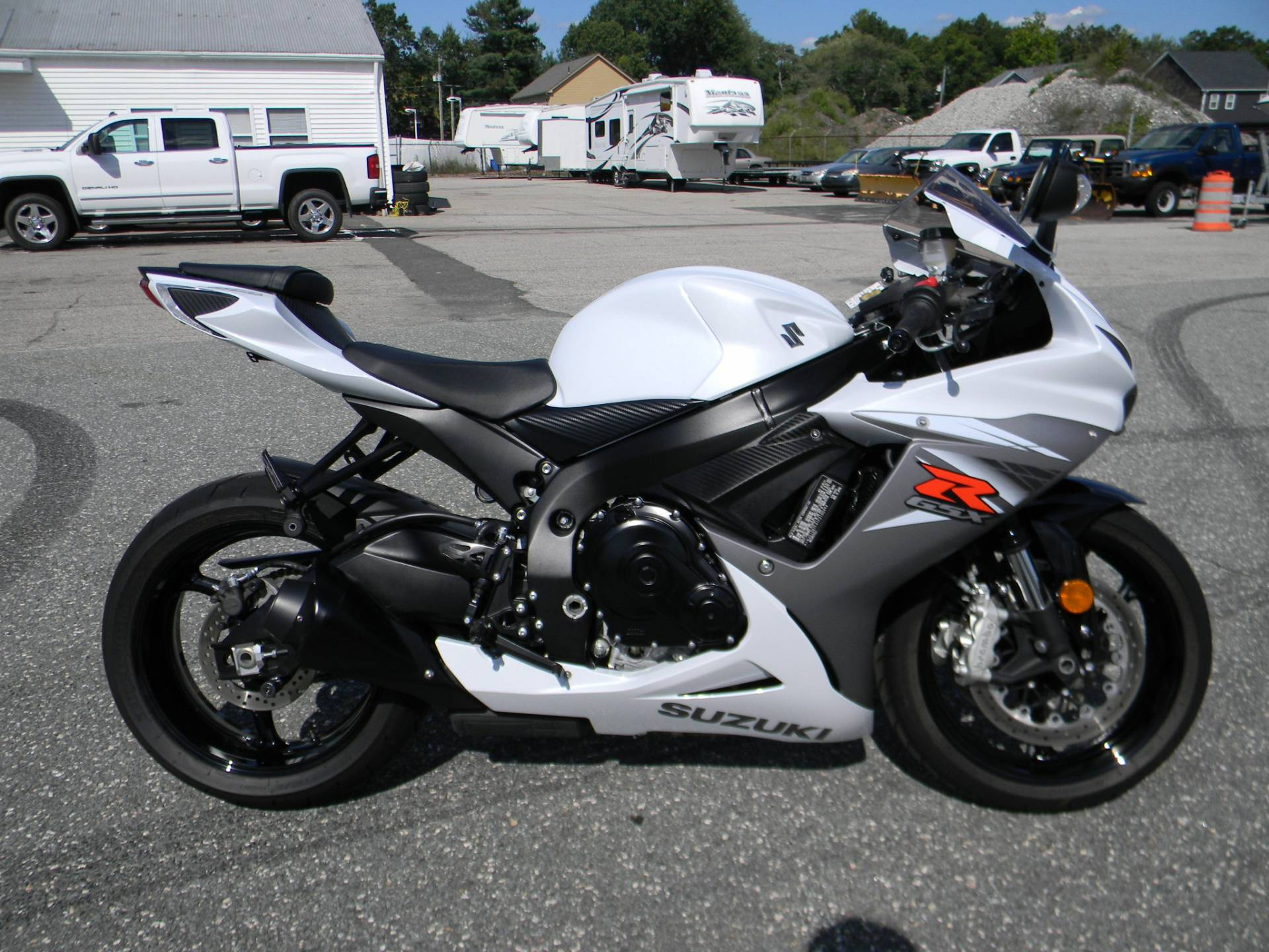 2015 Suzuki GSX-R600 in Springfield, Massachusetts - Photo 1