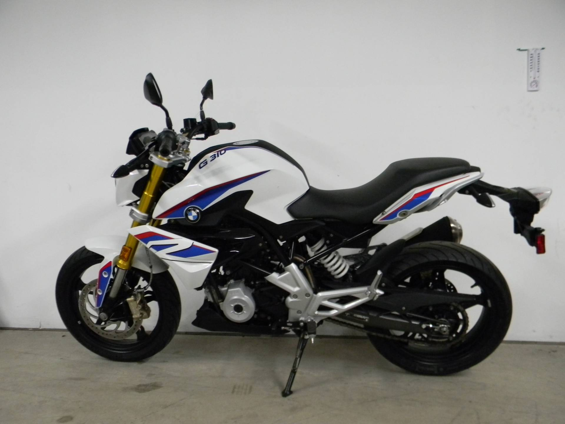 2018 BMW G 310 R in Springfield, Massachusetts - Photo 6