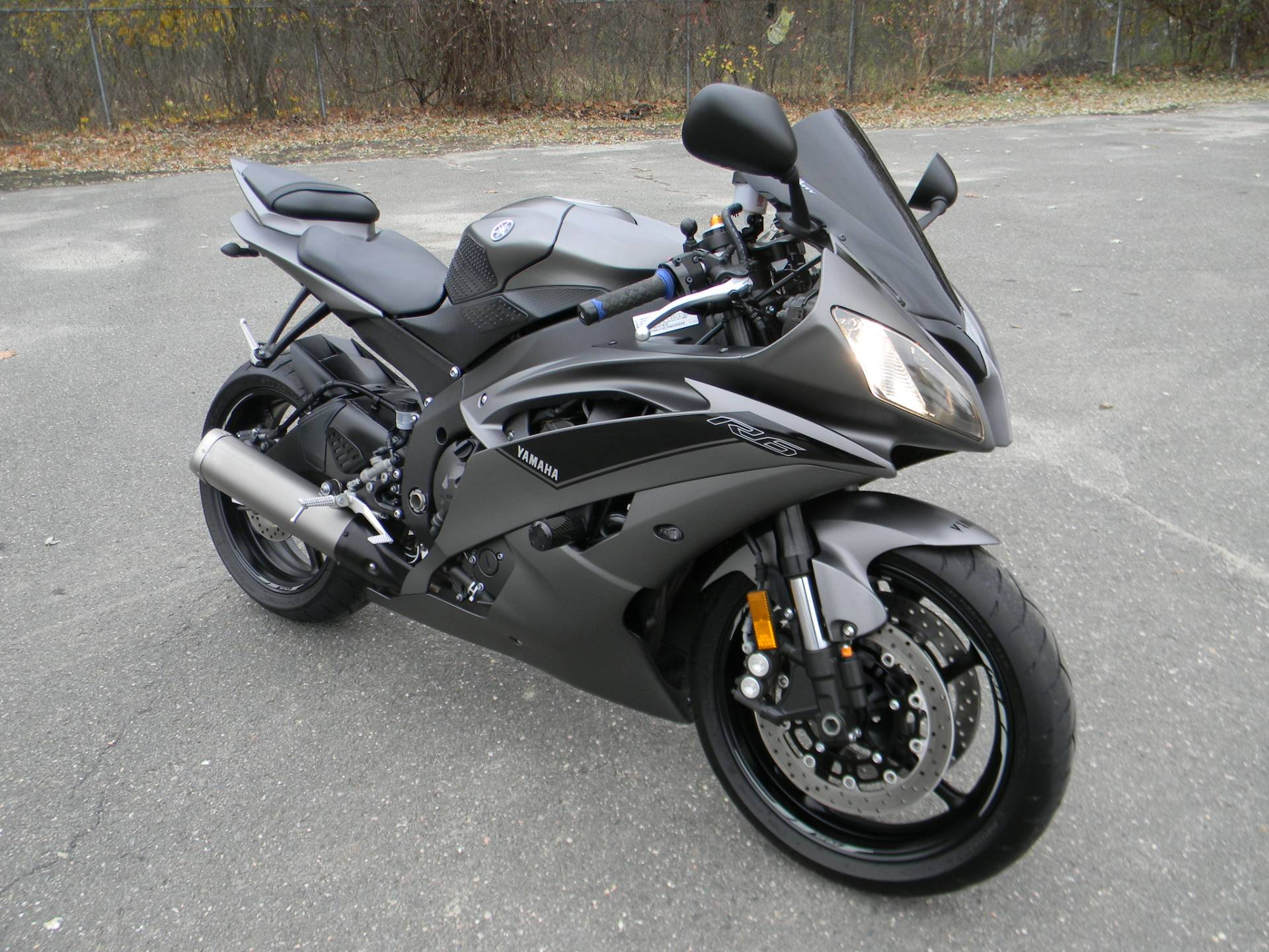 2016 Yamaha YZF-R6 in Springfield, Massachusetts - Photo 2