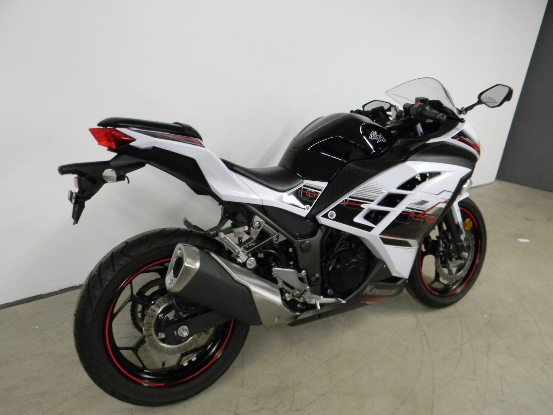 2014 Kawasaki Ninja® 300 SE in Springfield, Massachusetts - Photo 3
