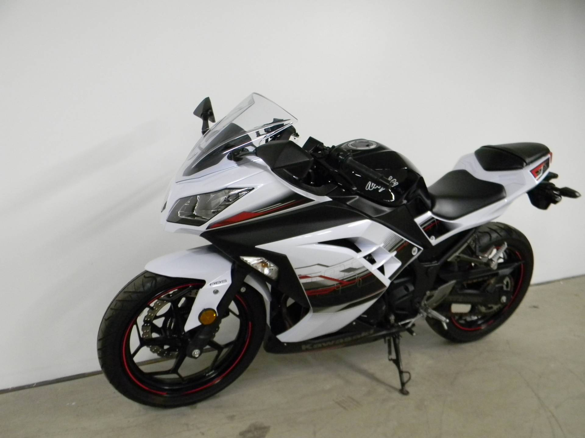 2014 Kawasaki Ninja® 300 SE in Springfield, Massachusetts - Photo 4