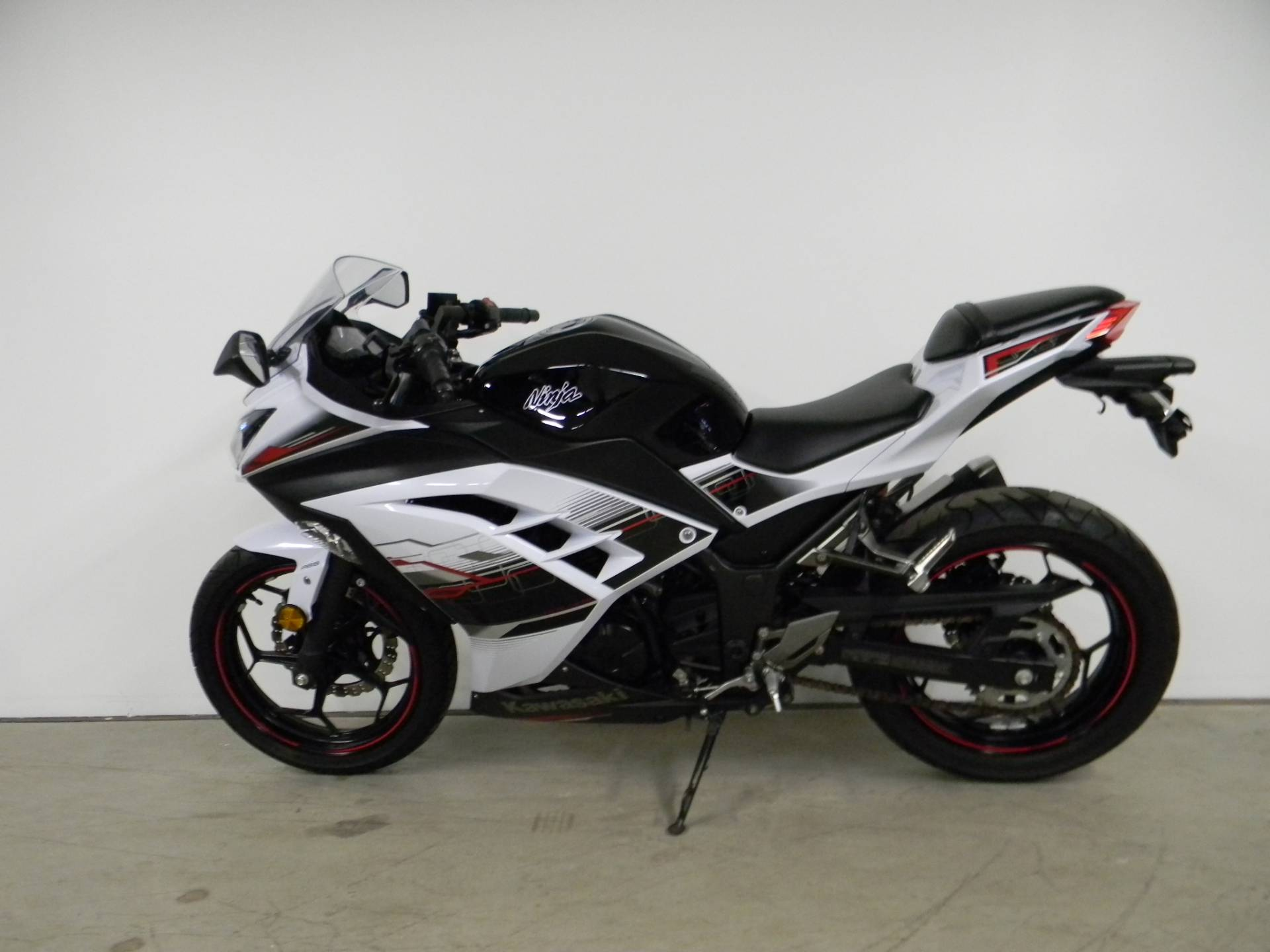 2014 Kawasaki Ninja® 300 SE in Springfield, Massachusetts - Photo 5