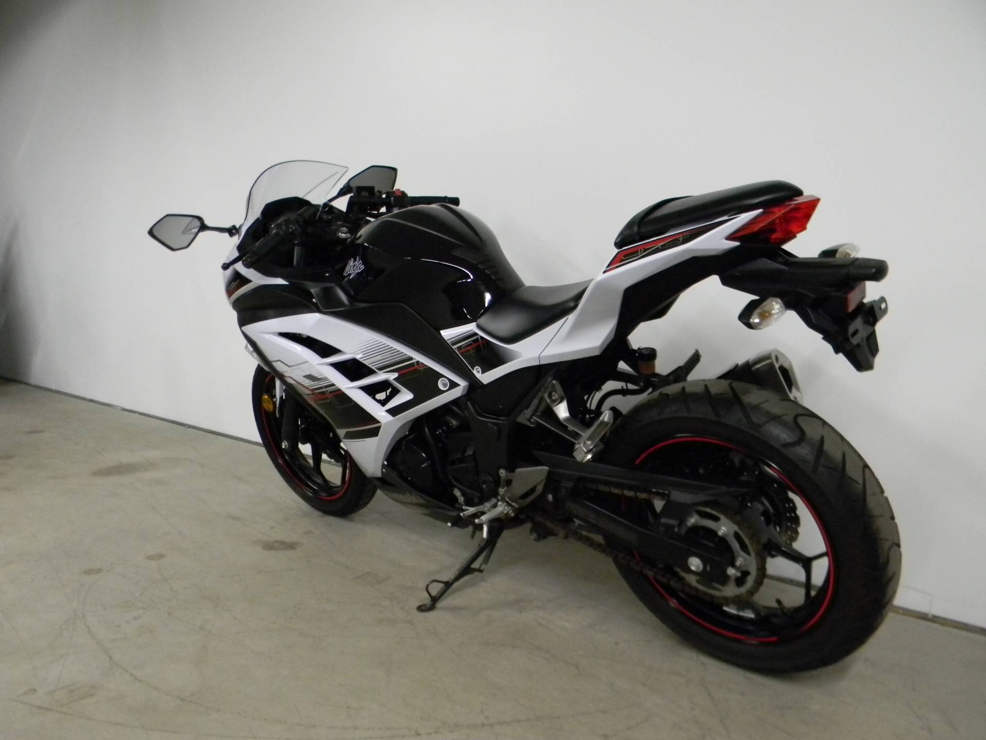 2014 Kawasaki Ninja® 300 SE in Springfield, Massachusetts - Photo 6
