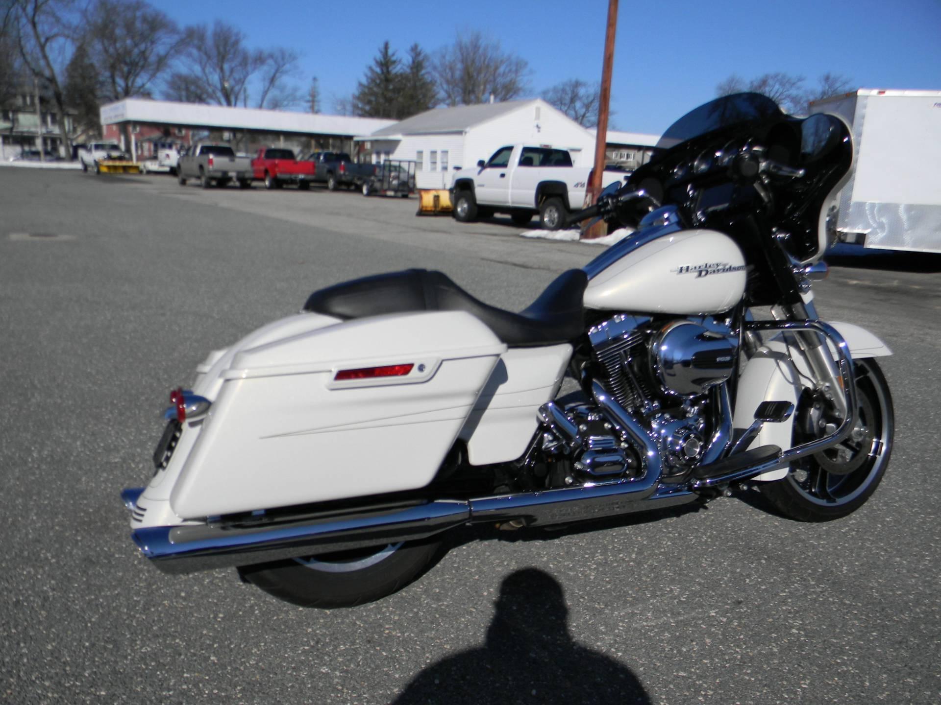 2015 Harley-Davidson Street Glide® Special in Springfield, Massachusetts