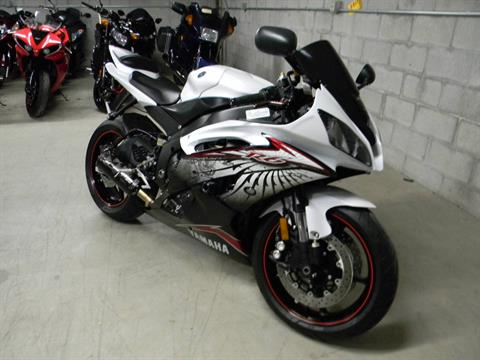 2012 Yamaha YZF-R6 in Springfield, Massachusetts - Photo 2