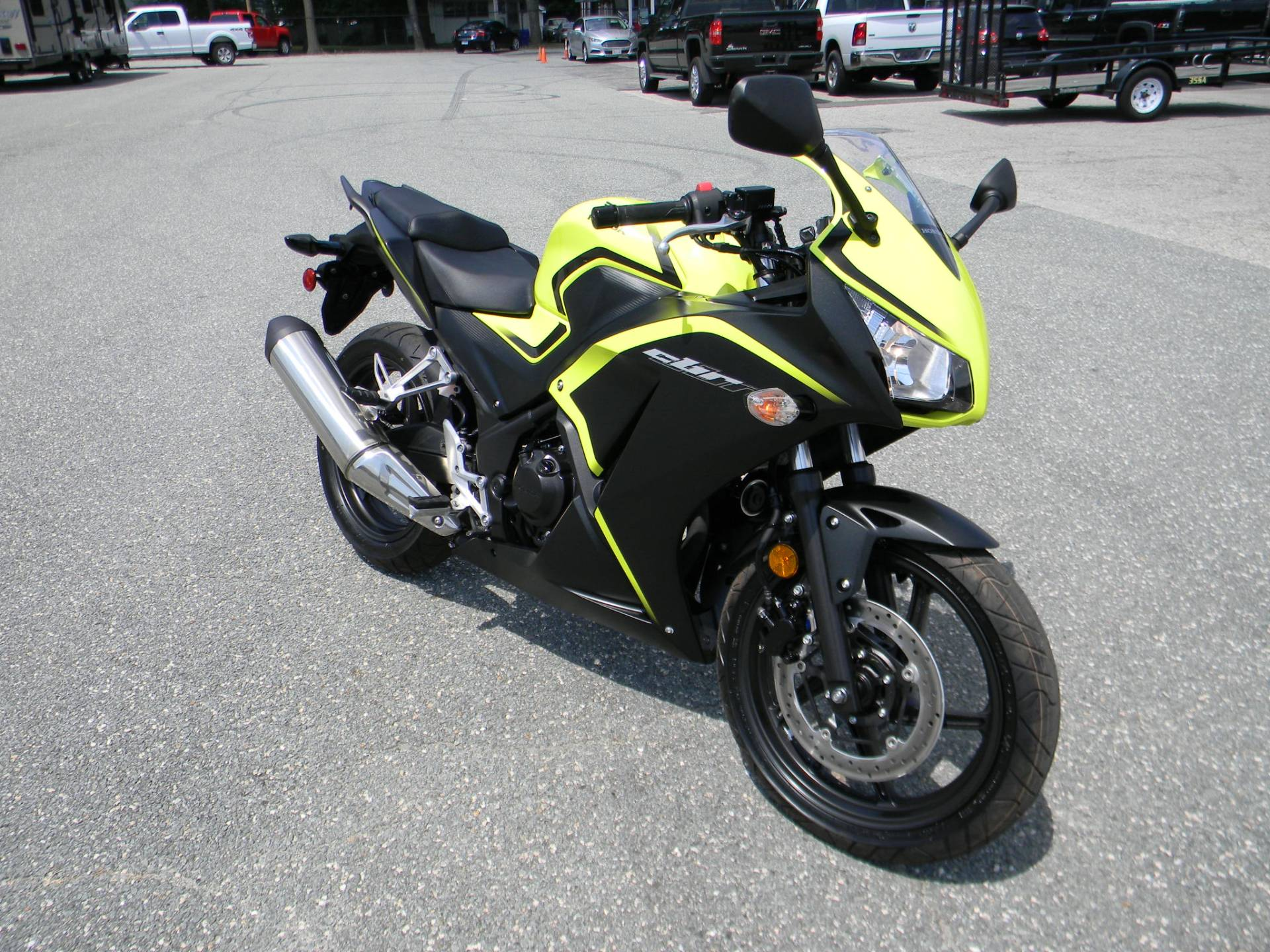 2016 Honda CBR300R in Springfield, Massachusetts - Photo 2