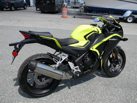2016 Honda CBR300R in Springfield, Massachusetts - Photo 3
