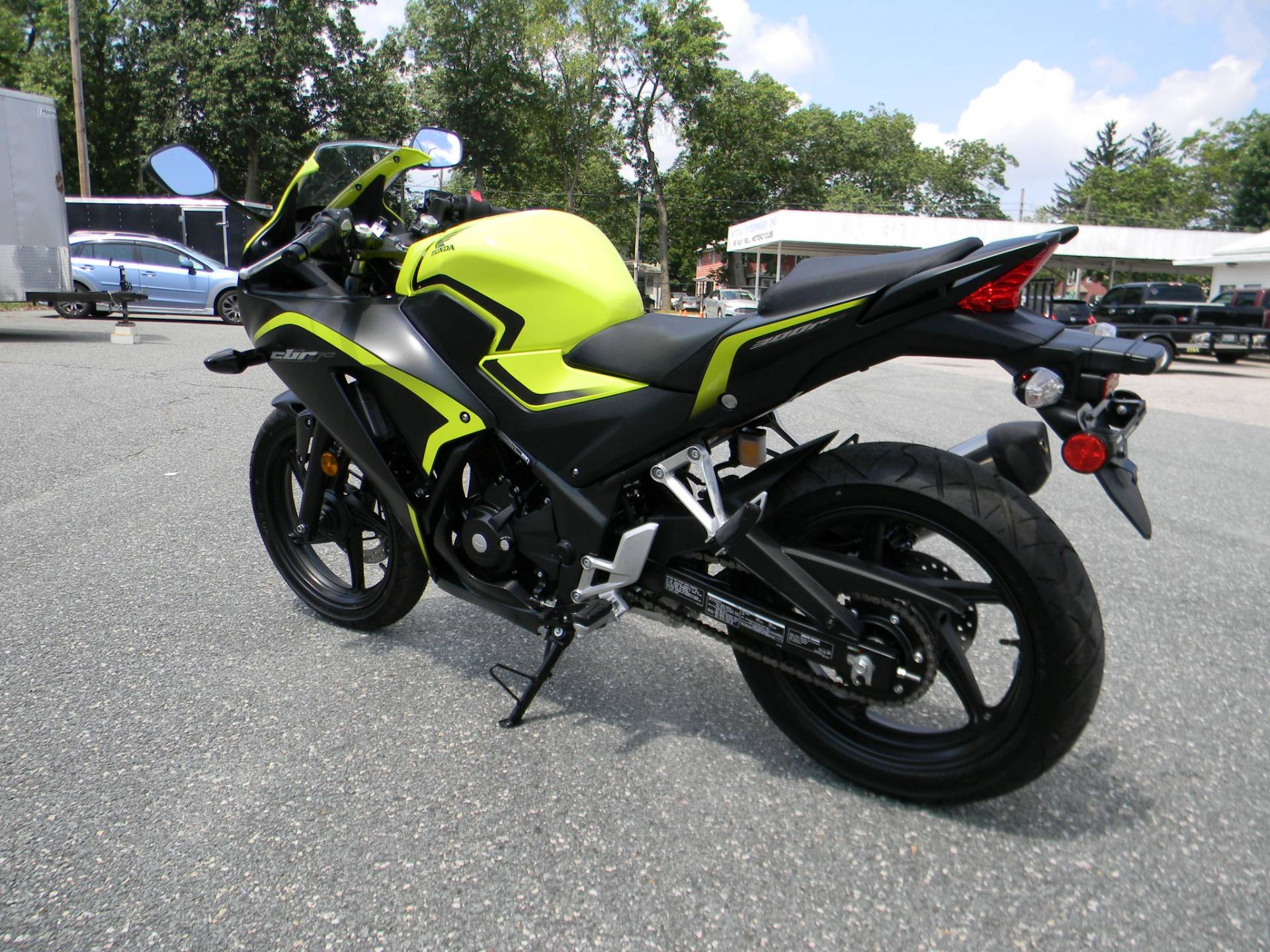 2016 Honda CBR300R in Springfield, Massachusetts - Photo 7