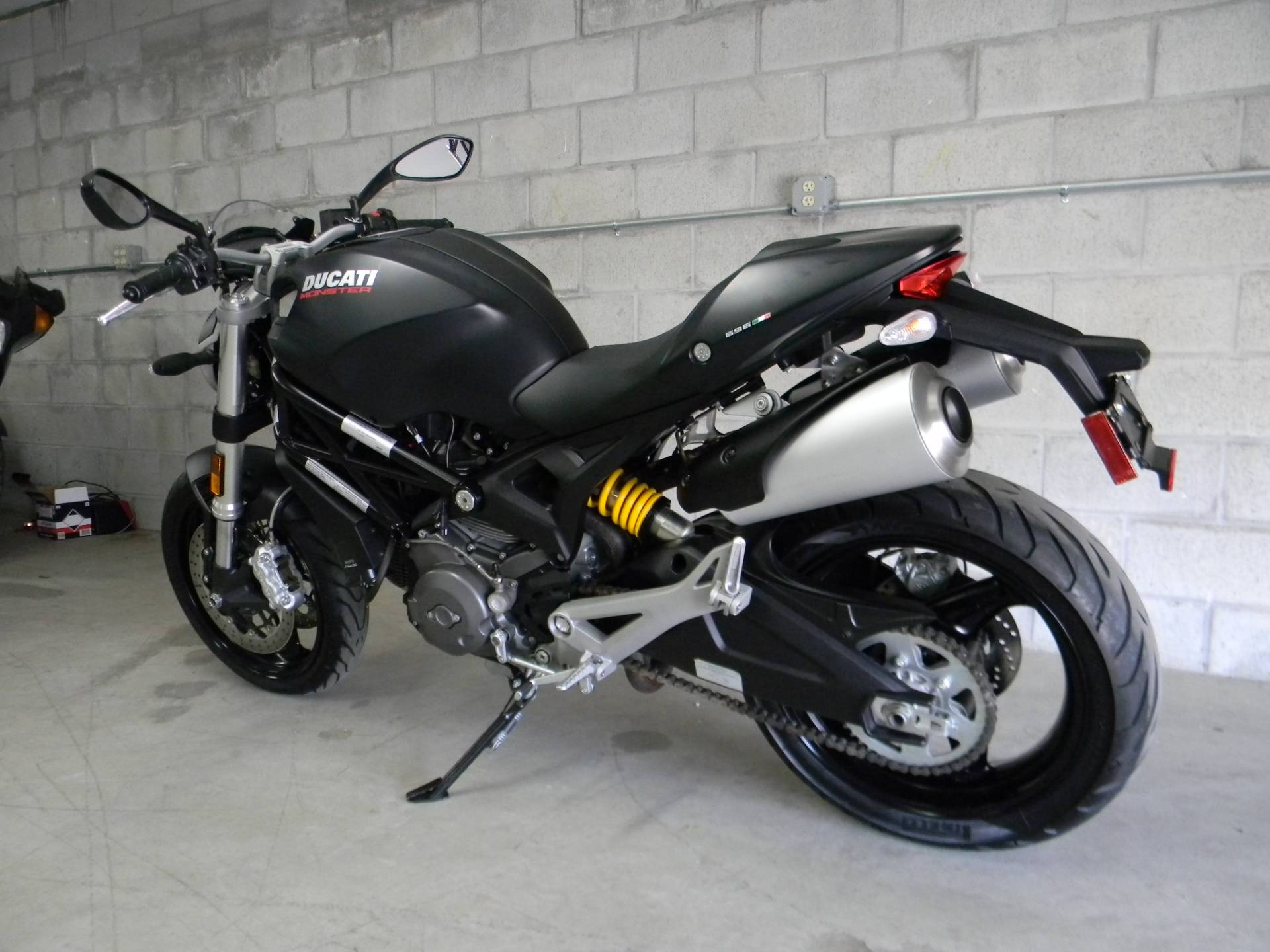 2014 Ducati Monster 696 in Springfield, Massachusetts - Photo 6