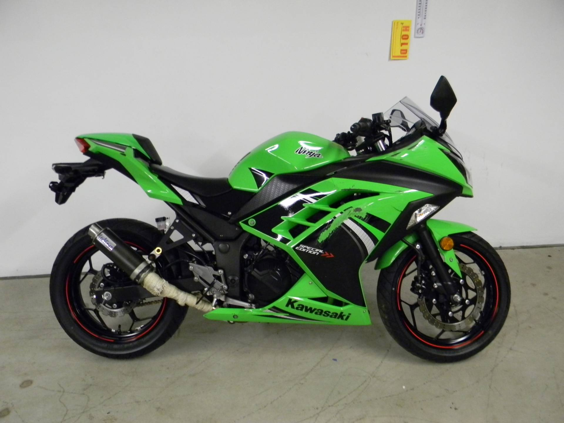 kawasaki ninja 300 green 2014 images galleries with a bite. Black Bedroom Furniture Sets. Home Design Ideas