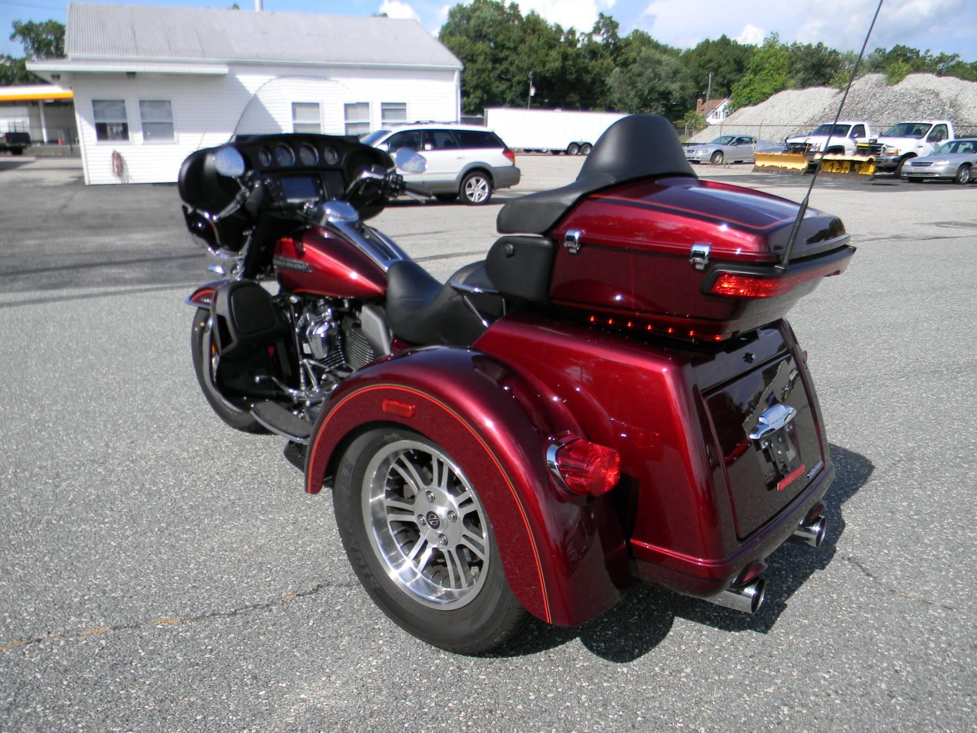 2017 Harley-Davidson Tri Glide® Ultra Trikes Springfield ... on vintage 3 wheel golf carts, harley-davidson golf cart tires, harley-davidson 3 wheeler kit, harley-davidson golf cart repair, 3 wheel gas golf carts, gas harley-davidson golf carts,