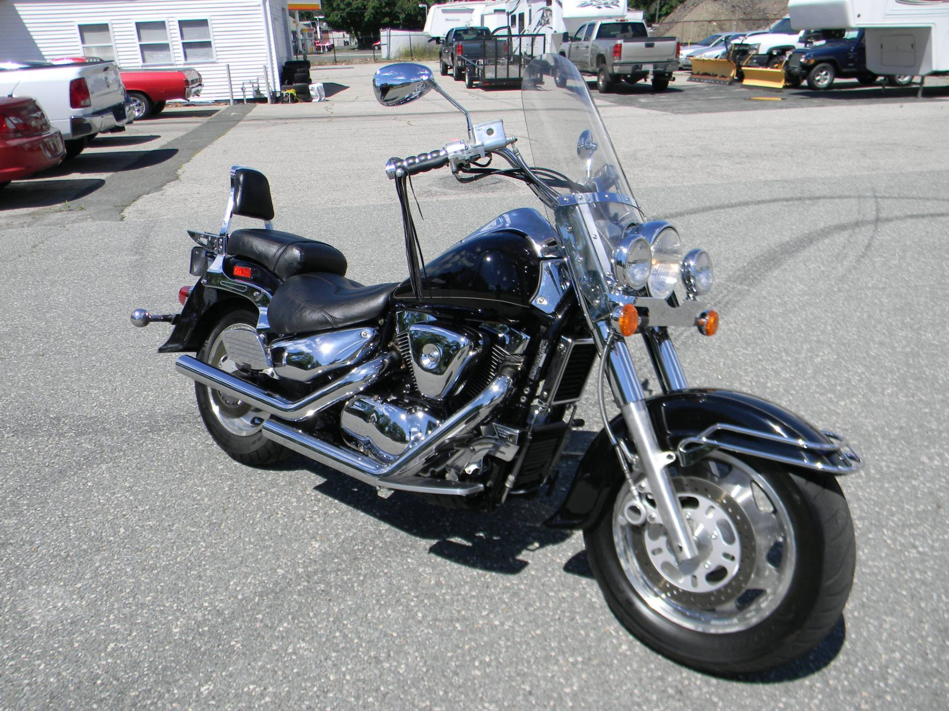 2001 Suzuki Intruder LCVL 1500 in Springfield, Massachusetts - Photo 2