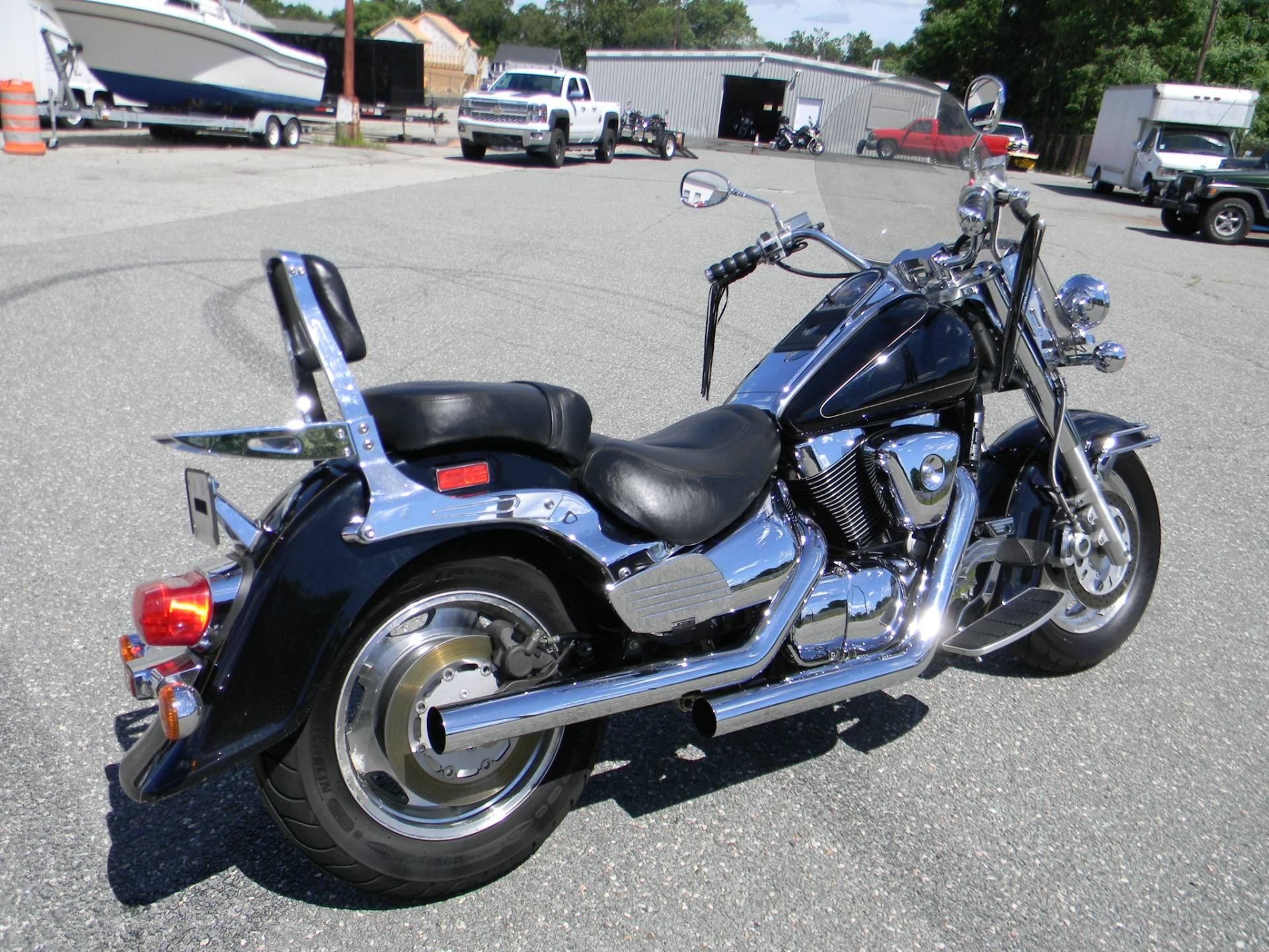 2001 Suzuki Intruder LCVL 1500 in Springfield, Massachusetts - Photo 3