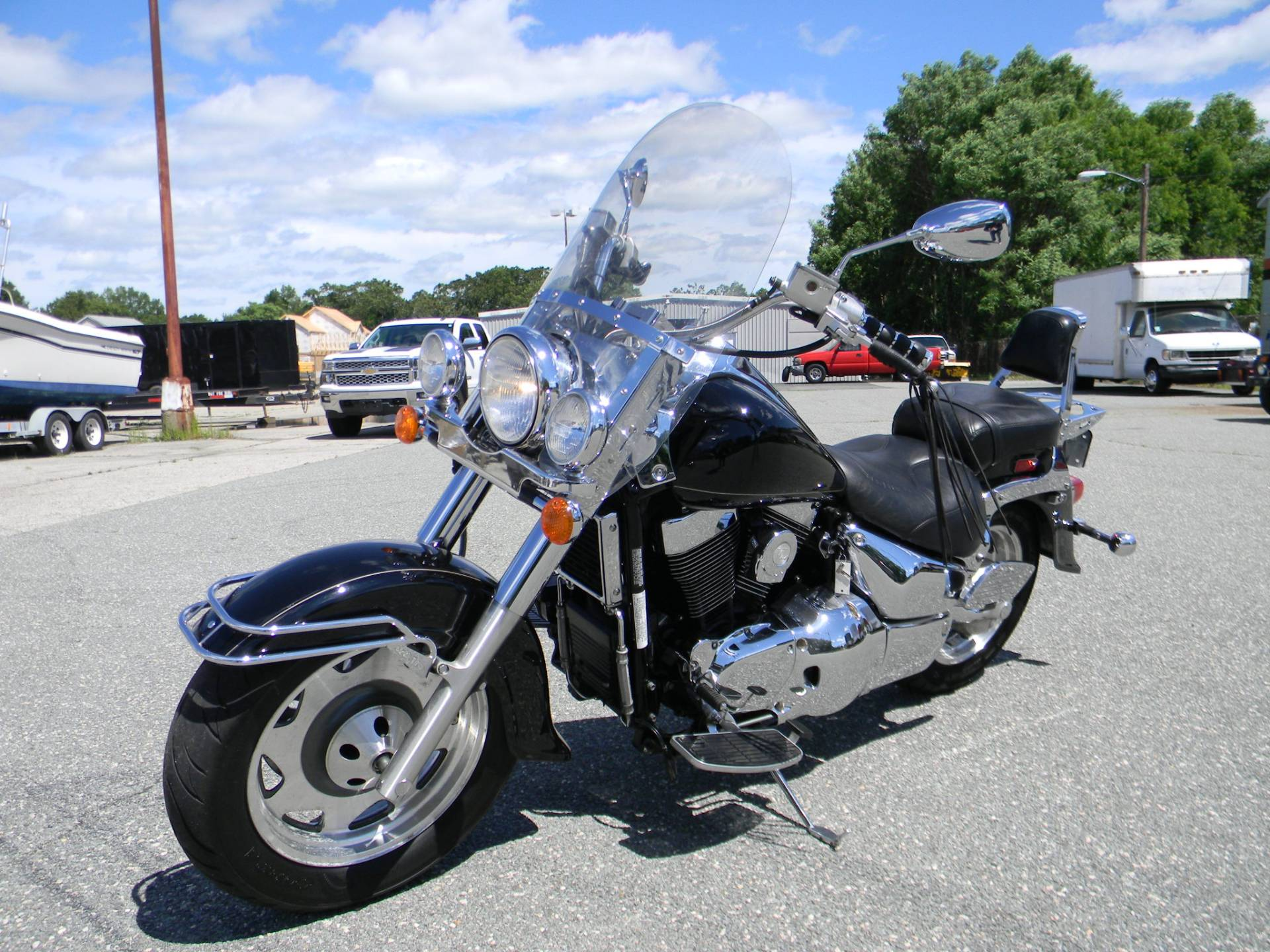 2001 Suzuki Intruder LCVL 1500 in Springfield, Massachusetts - Photo 4