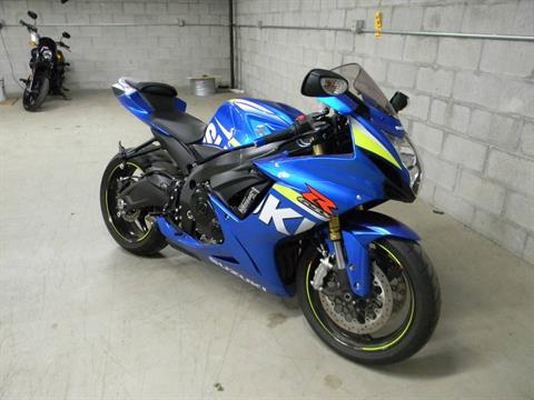 2015 Suzuki GSX-R750 in Springfield, Massachusetts - Photo 2