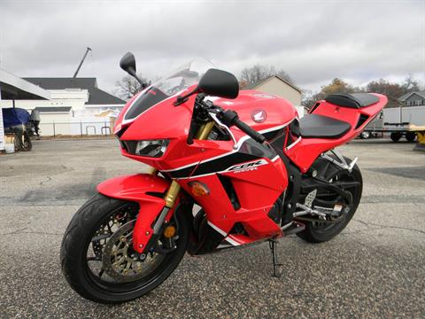 2017 Honda CBR600RR in Springfield, Massachusetts - Photo 4