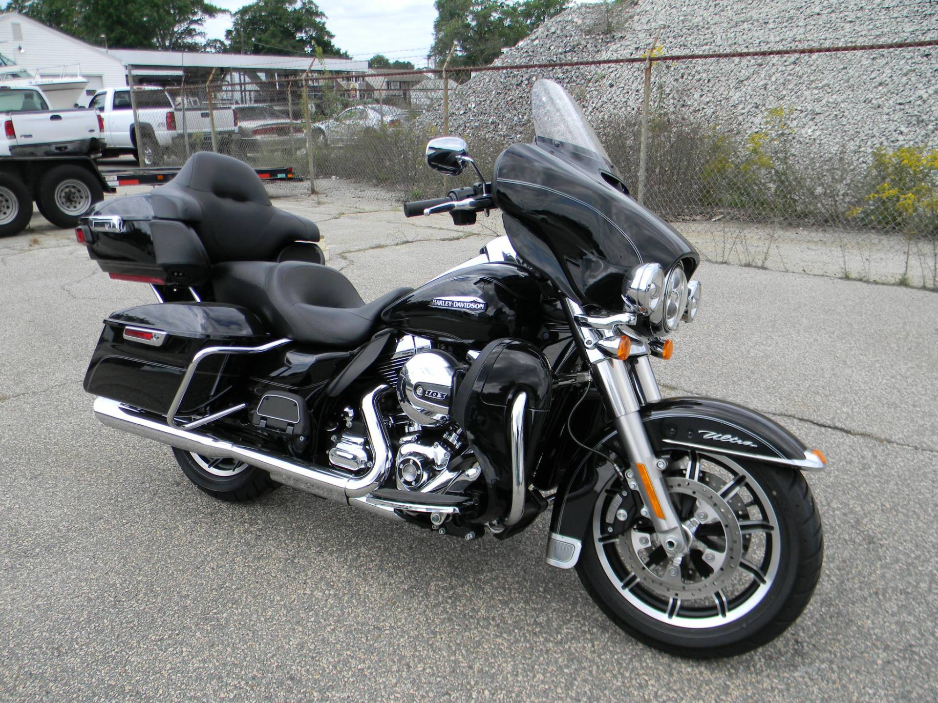 2015 Harley-Davidson Electra Glide® Ultra Classic® in Springfield, Massachusetts - Photo 2
