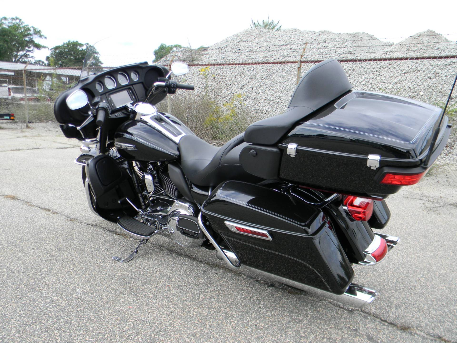 2015 Harley-Davidson Electra Glide® Ultra Classic® in Springfield, Massachusetts - Photo 8