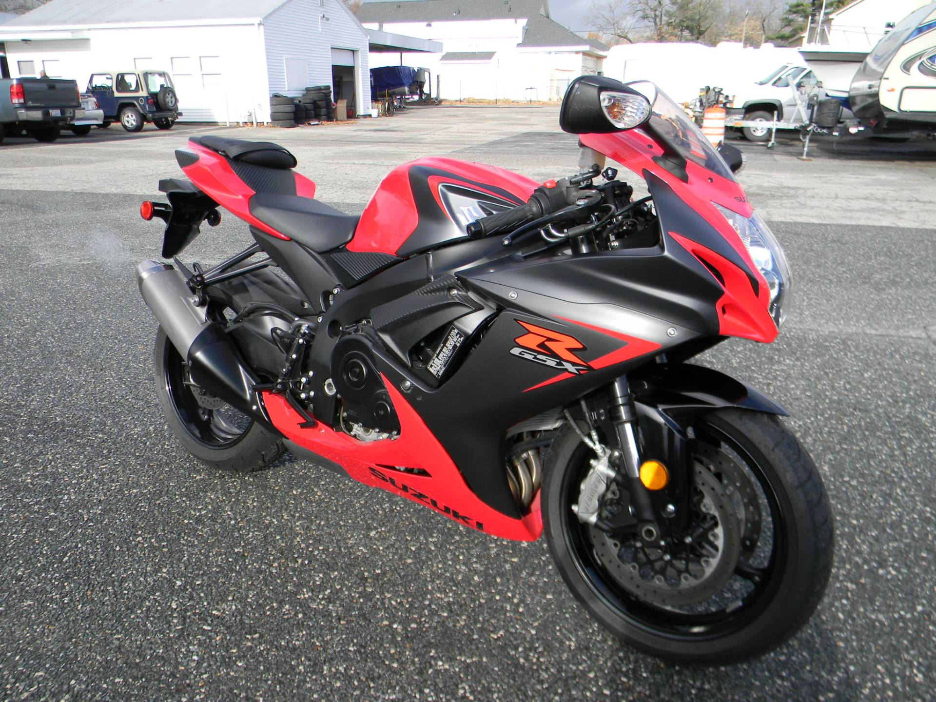 2016 Suzuki GSX-R600 in Springfield, Massachusetts - Photo 2