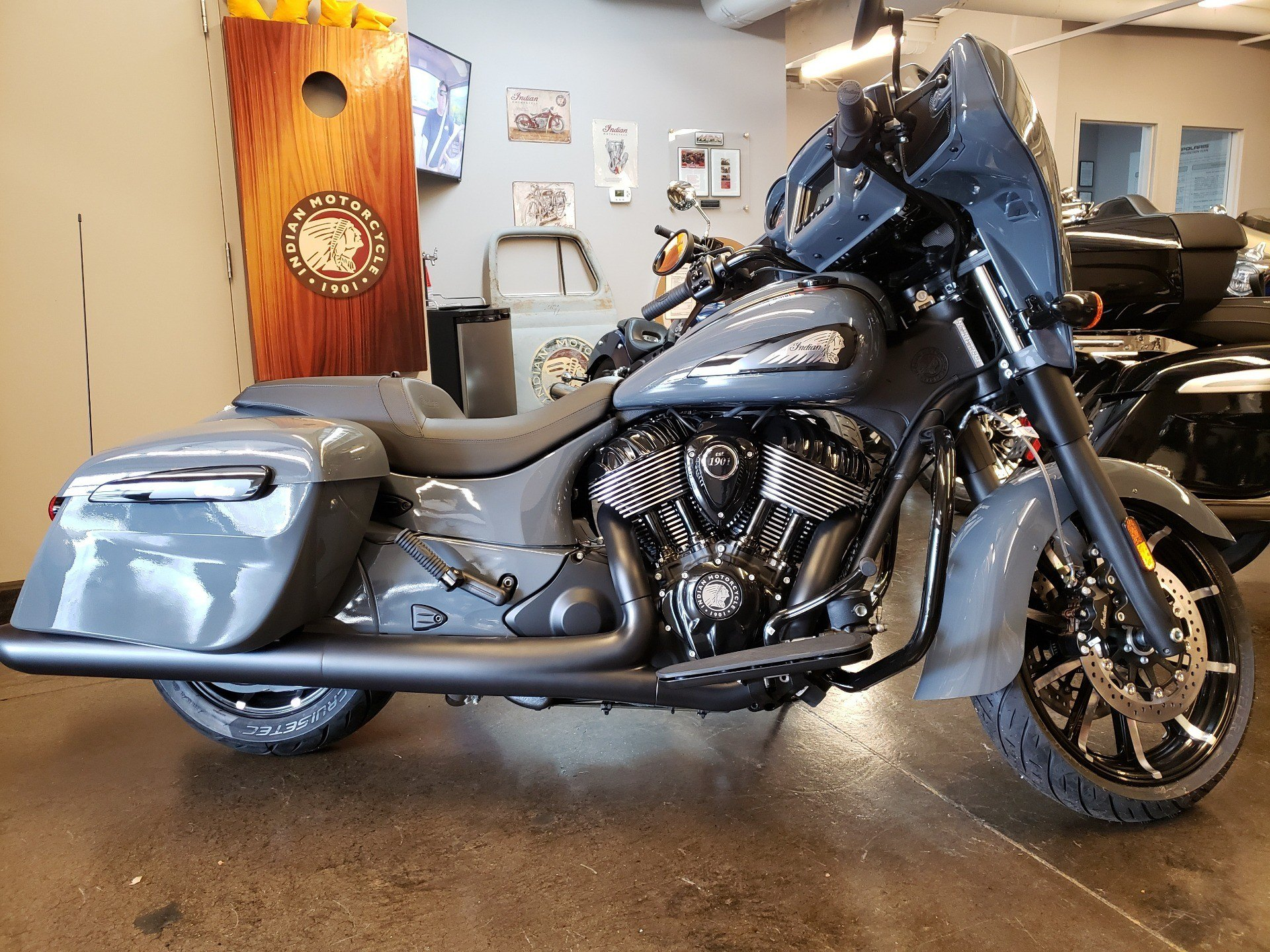 2021 Indian Chieftain® Dark Horse® Icon in Nashville, Tennessee - Photo 1
