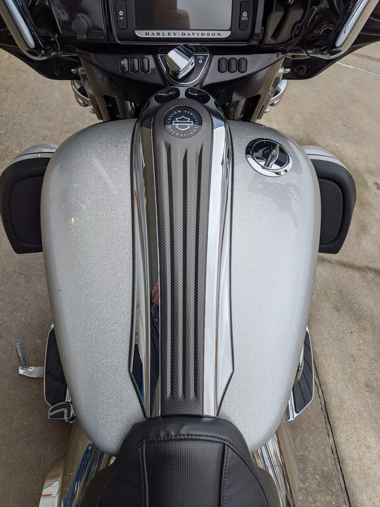 2015 Harley-Davidson CVO™ Street Glide® in Monroe, Louisiana - Photo 13