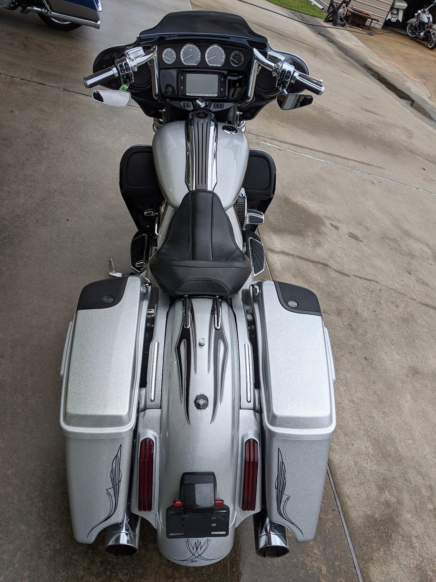 2015 Harley-Davidson CVO™ Street Glide® in Monroe, Louisiana - Photo 16