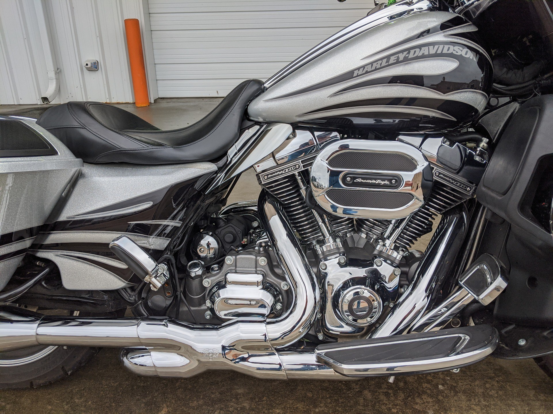 2015 Harley-Davidson CVO™ Street Glide® in Monroe, Louisiana - Photo 4