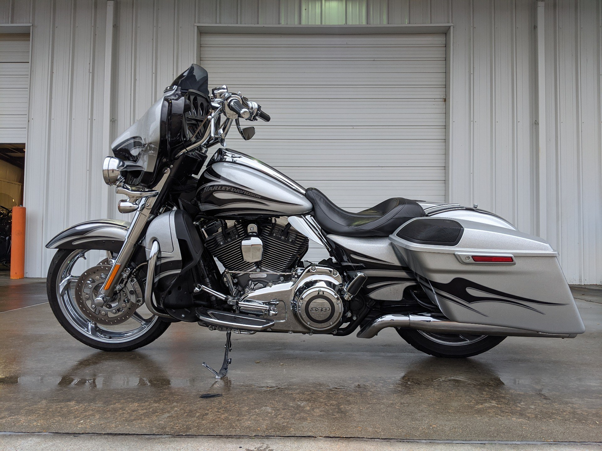 2015 Harley-Davidson CVO™ Street Glide® in Monroe, Louisiana - Photo 2
