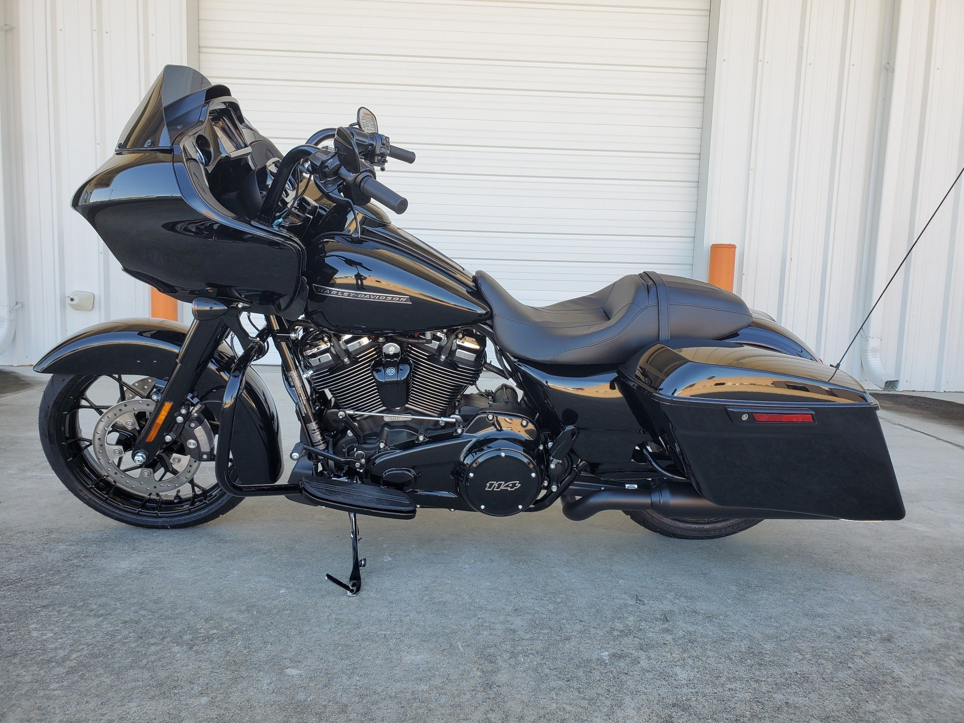 2020 Harley Road Glide Special Vivid Black - Photo 2