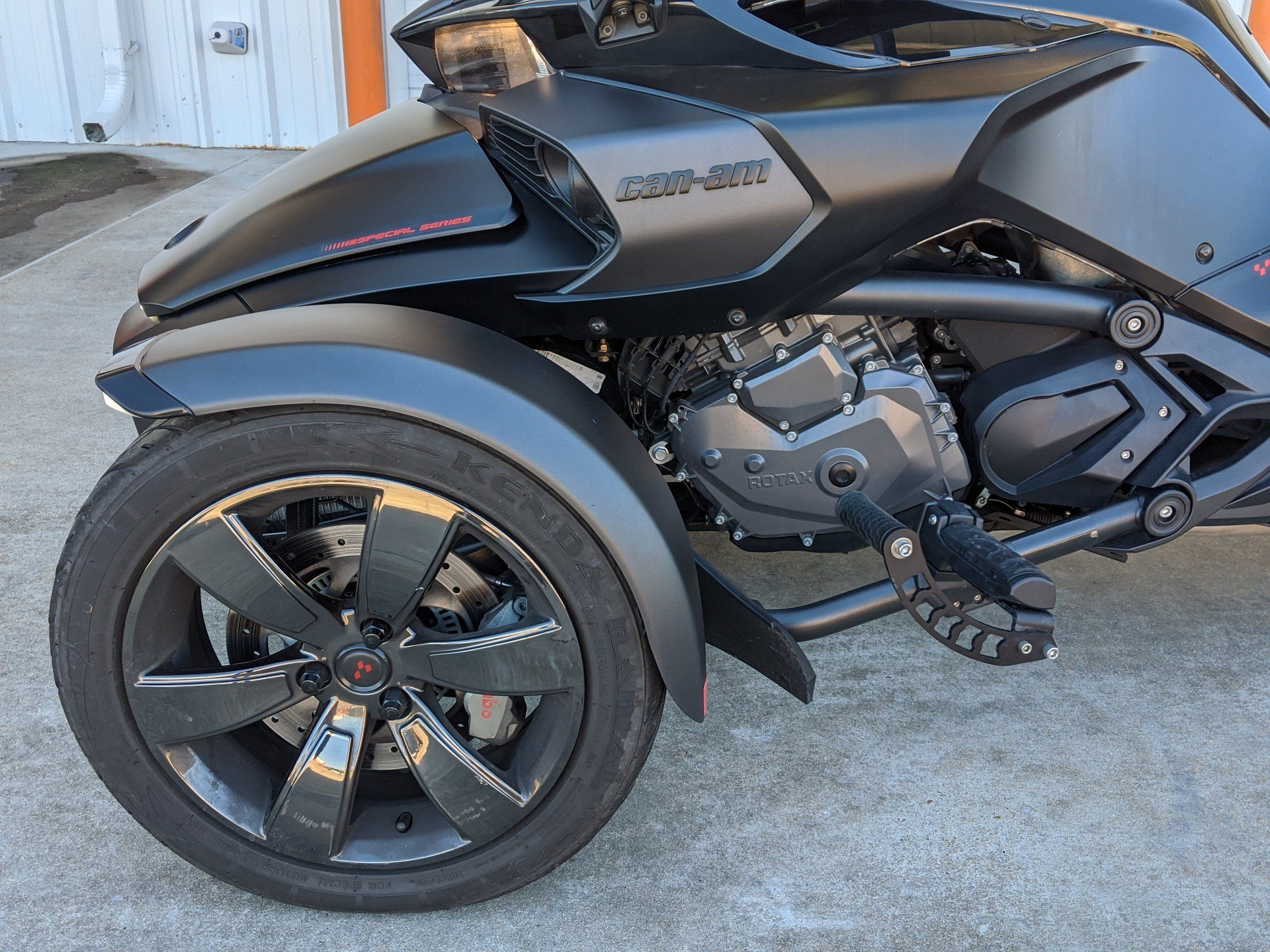 2016 Can-Am Spyder F3 Limited in Monroe, Louisiana - Photo 2