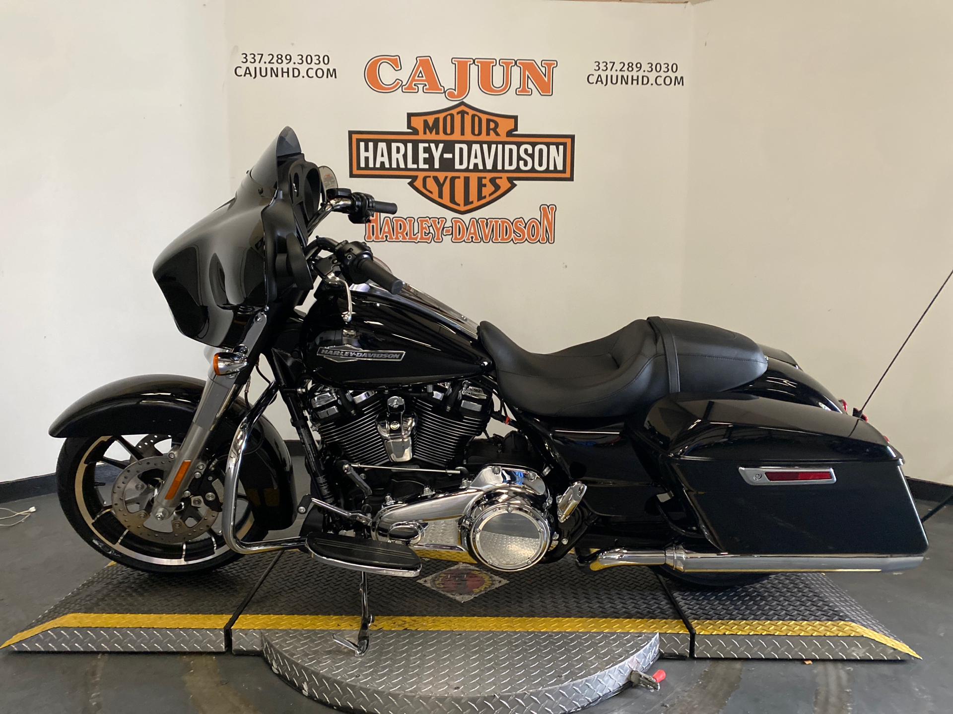 2021 Harley-Davidson Street Glide® in Scott, Louisiana - Photo 2