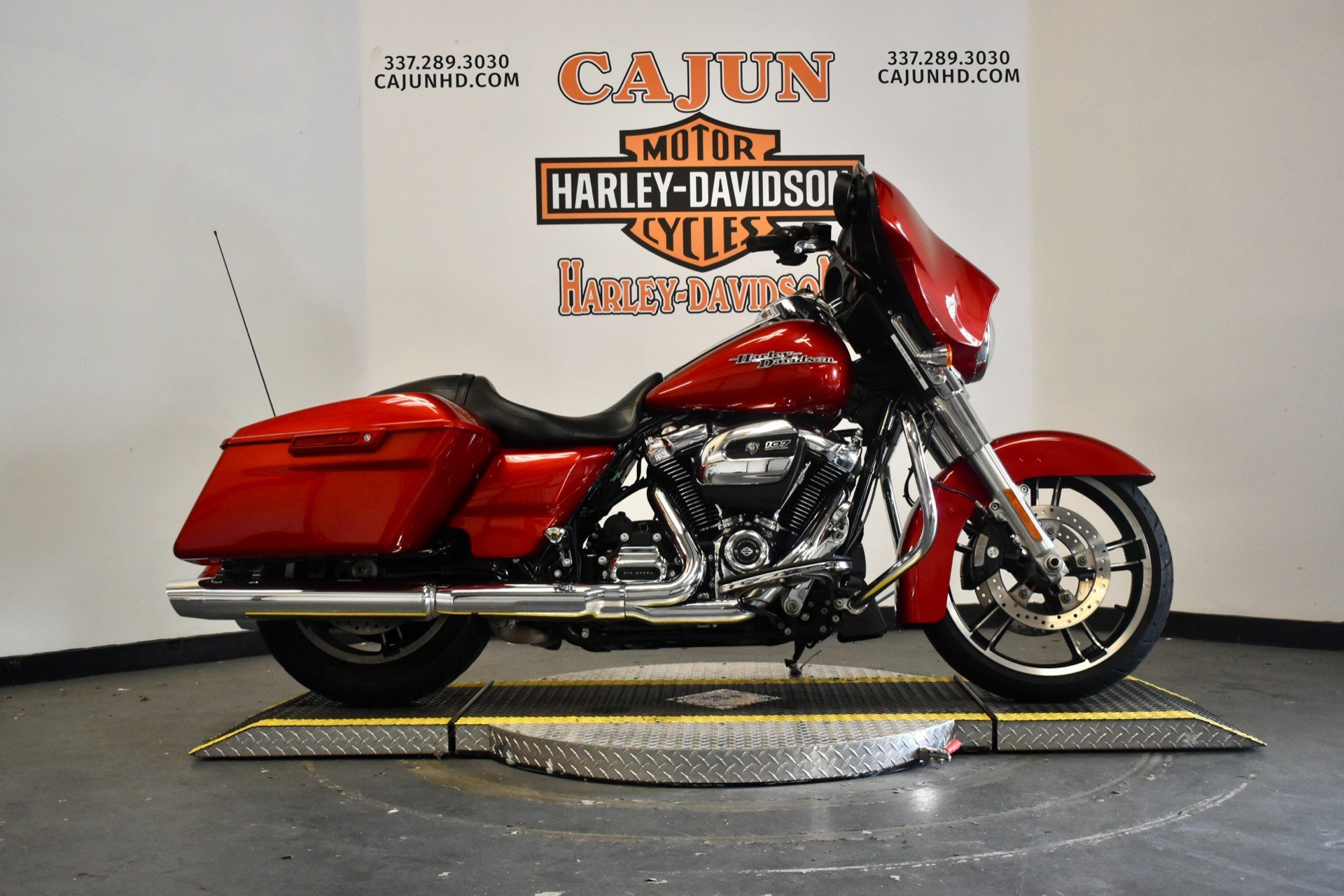 used wicked red street glide for sale - Photo 1