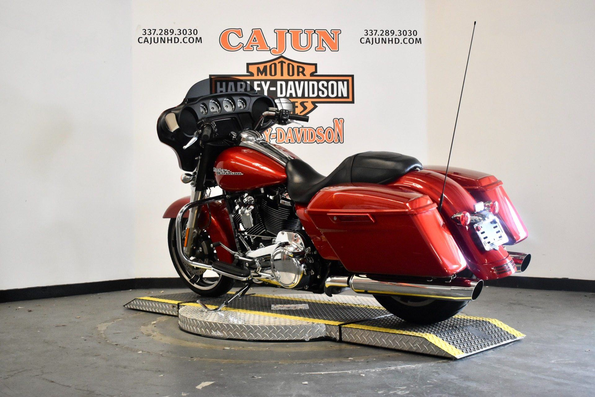 used wicked red street glide for sale - Photo 2