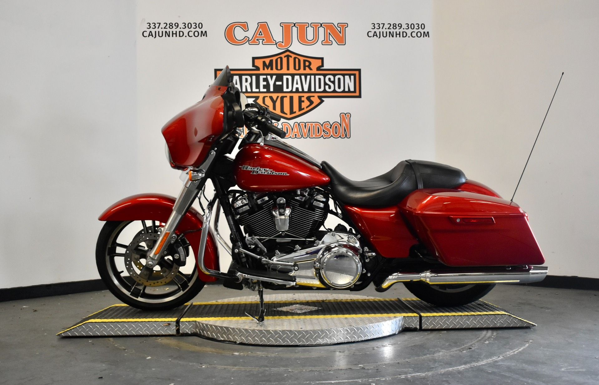 used wicked red street glide for sale - Photo 4