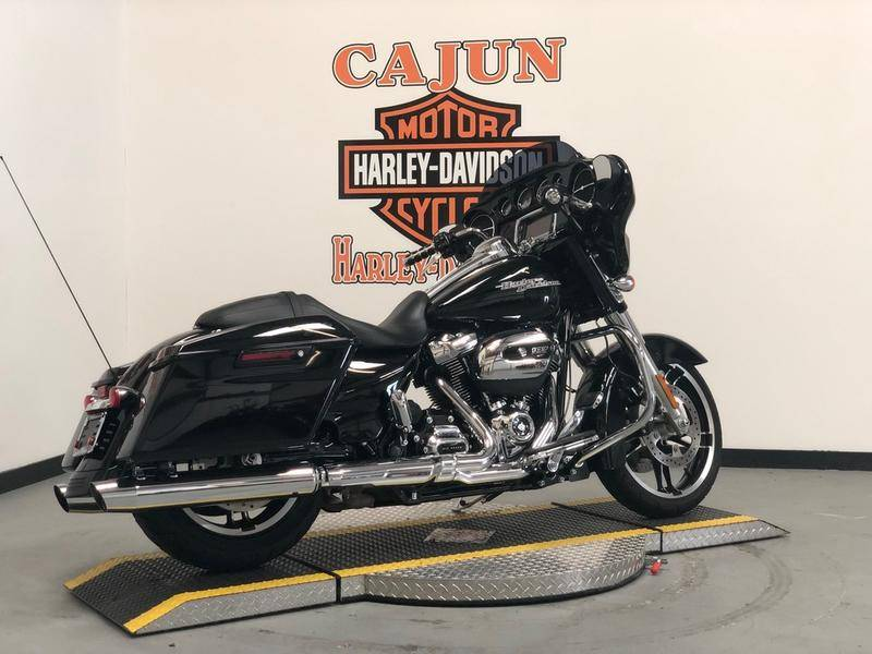 2017 Harley-Davidson Street Glide® Special in Scott, Louisiana - Photo 2
