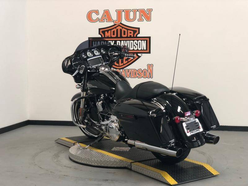 2017 Harley-Davidson Street Glide® Special in Scott, Louisiana - Photo 4