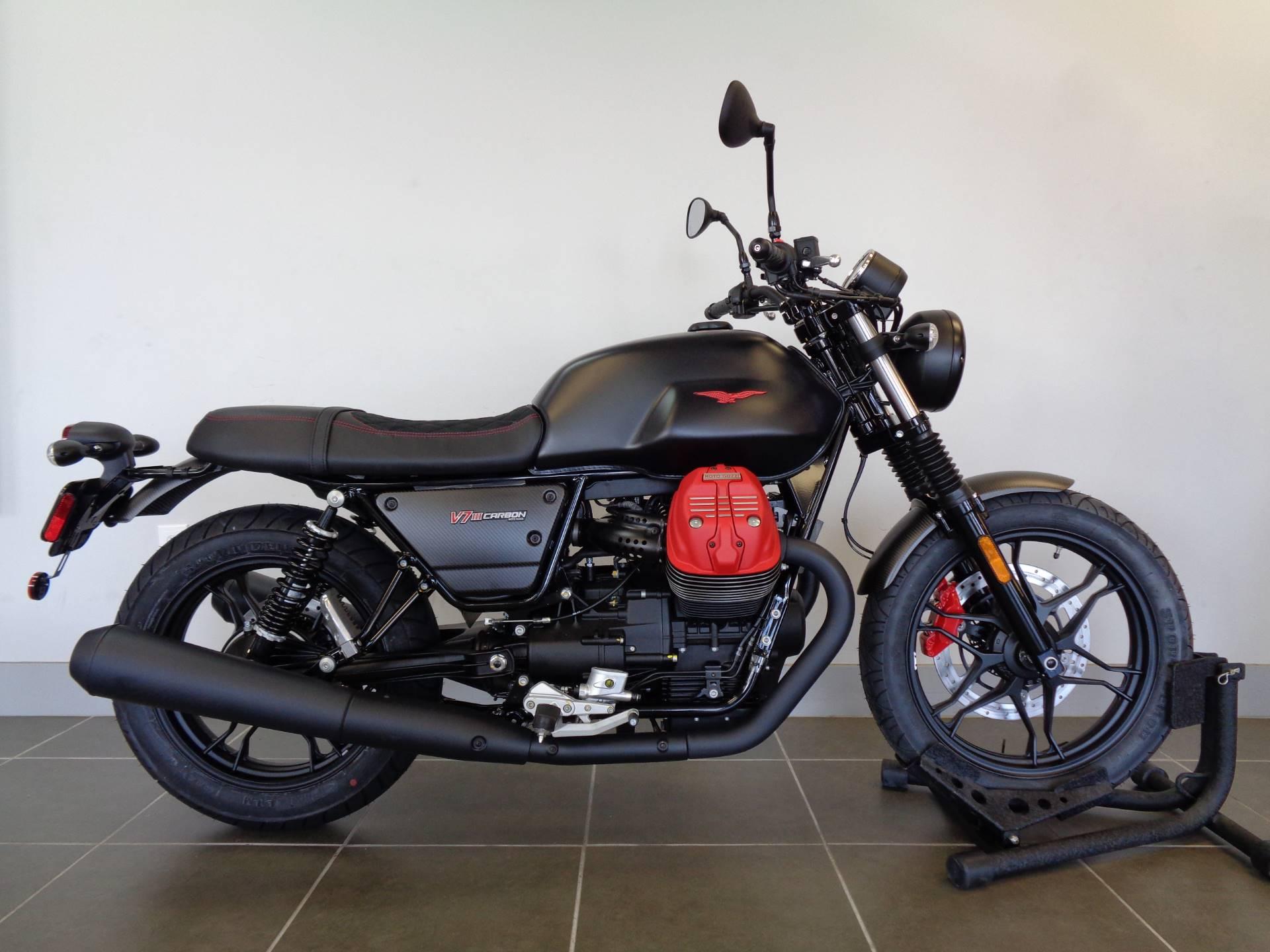 2018 Moto Guzzi V7 III Carbon Dark 1