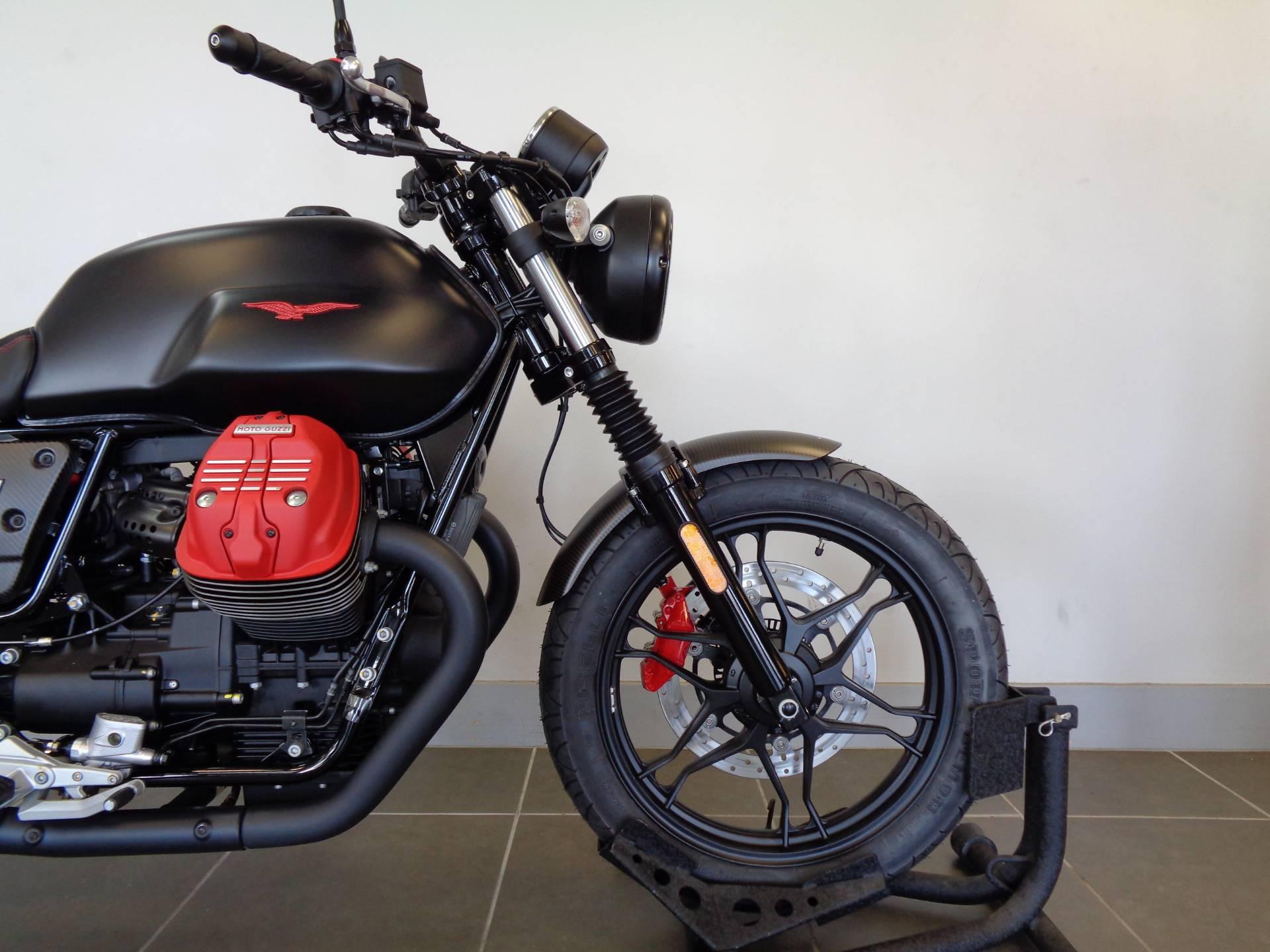 2018 Moto Guzzi V7 III Carbon Dark 2