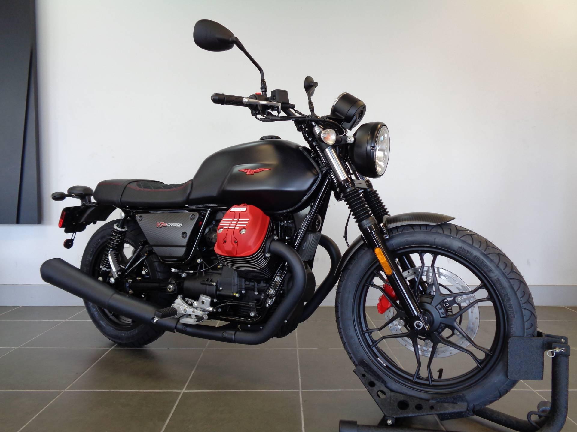 2018 Moto Guzzi V7 III Carbon Dark 6