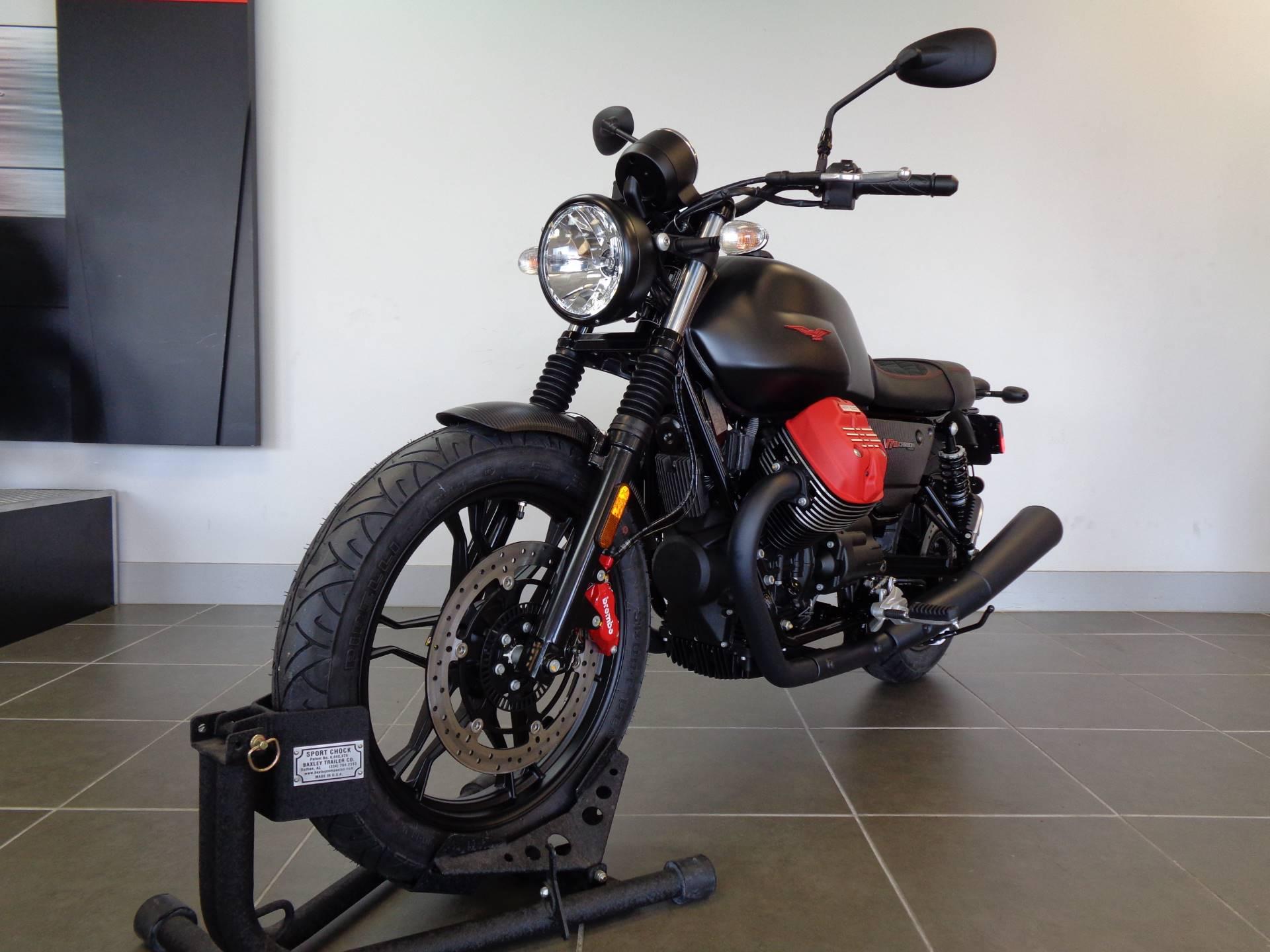 2018 Moto Guzzi V7 III Carbon Dark 9