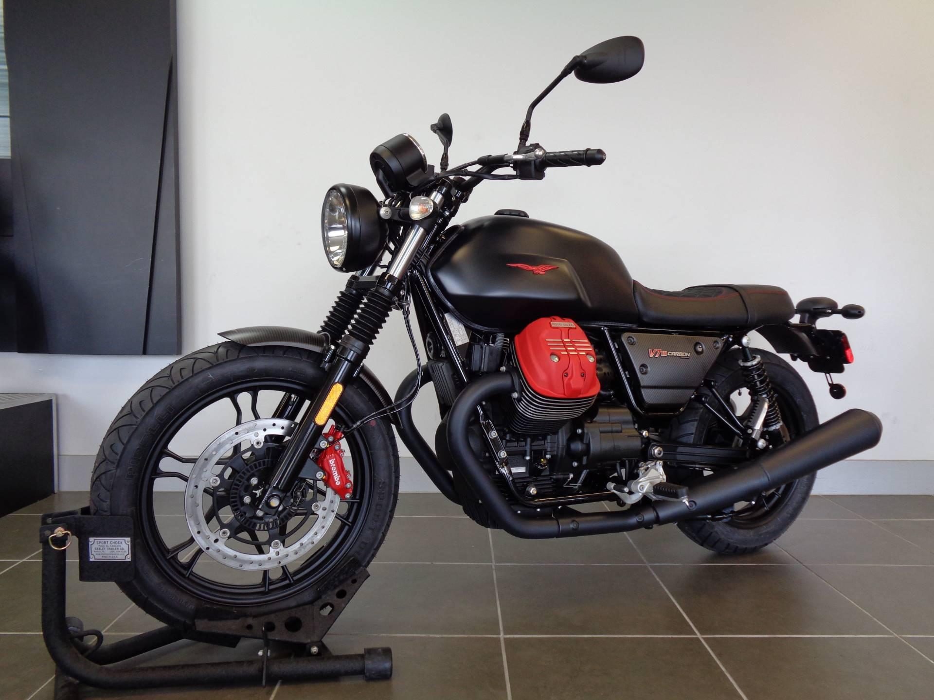 2018 Moto Guzzi V7 III Carbon Dark 10