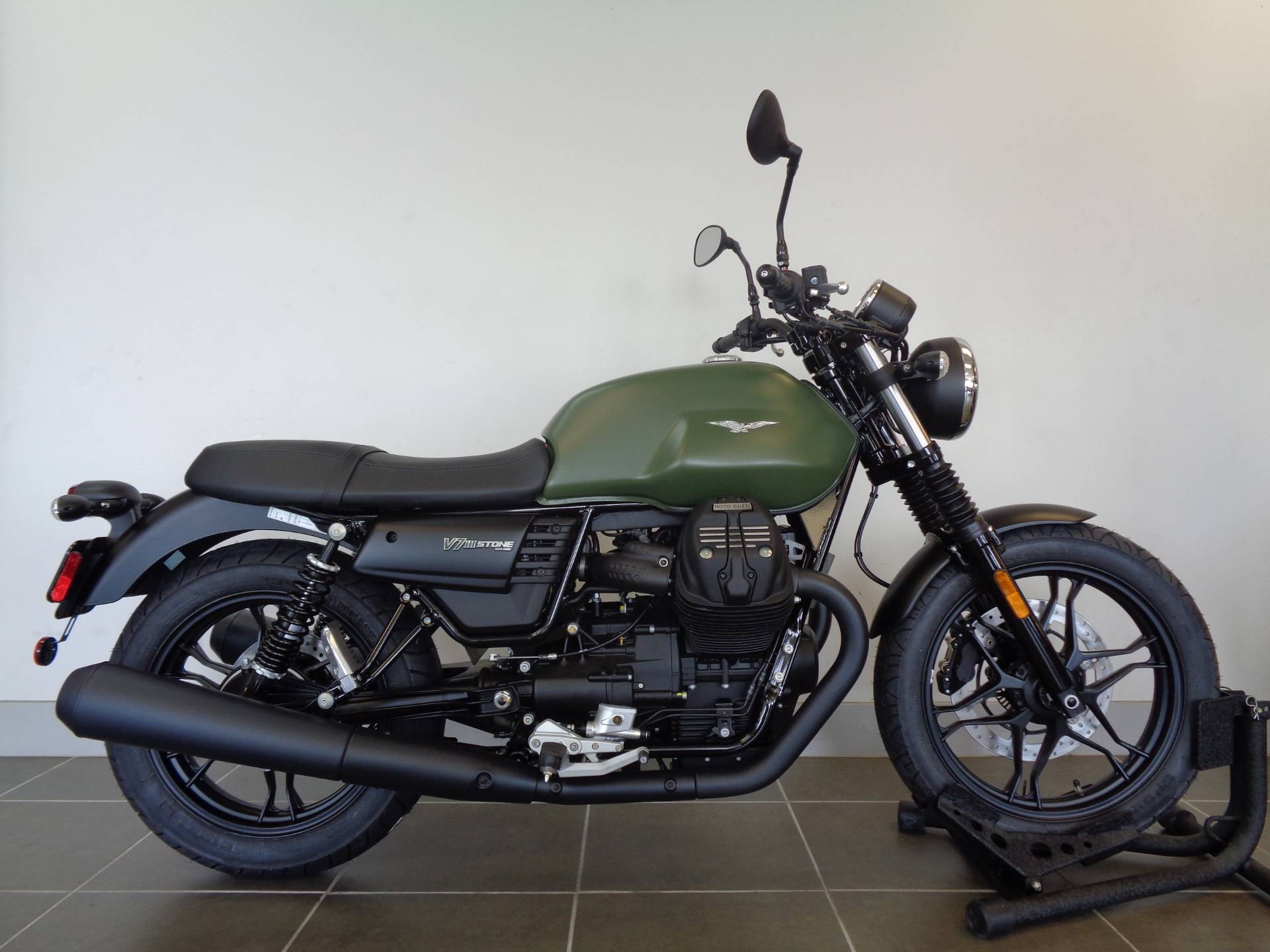 new 2018 moto guzzi v7 iii stone motorcycles in houston. Black Bedroom Furniture Sets. Home Design Ideas