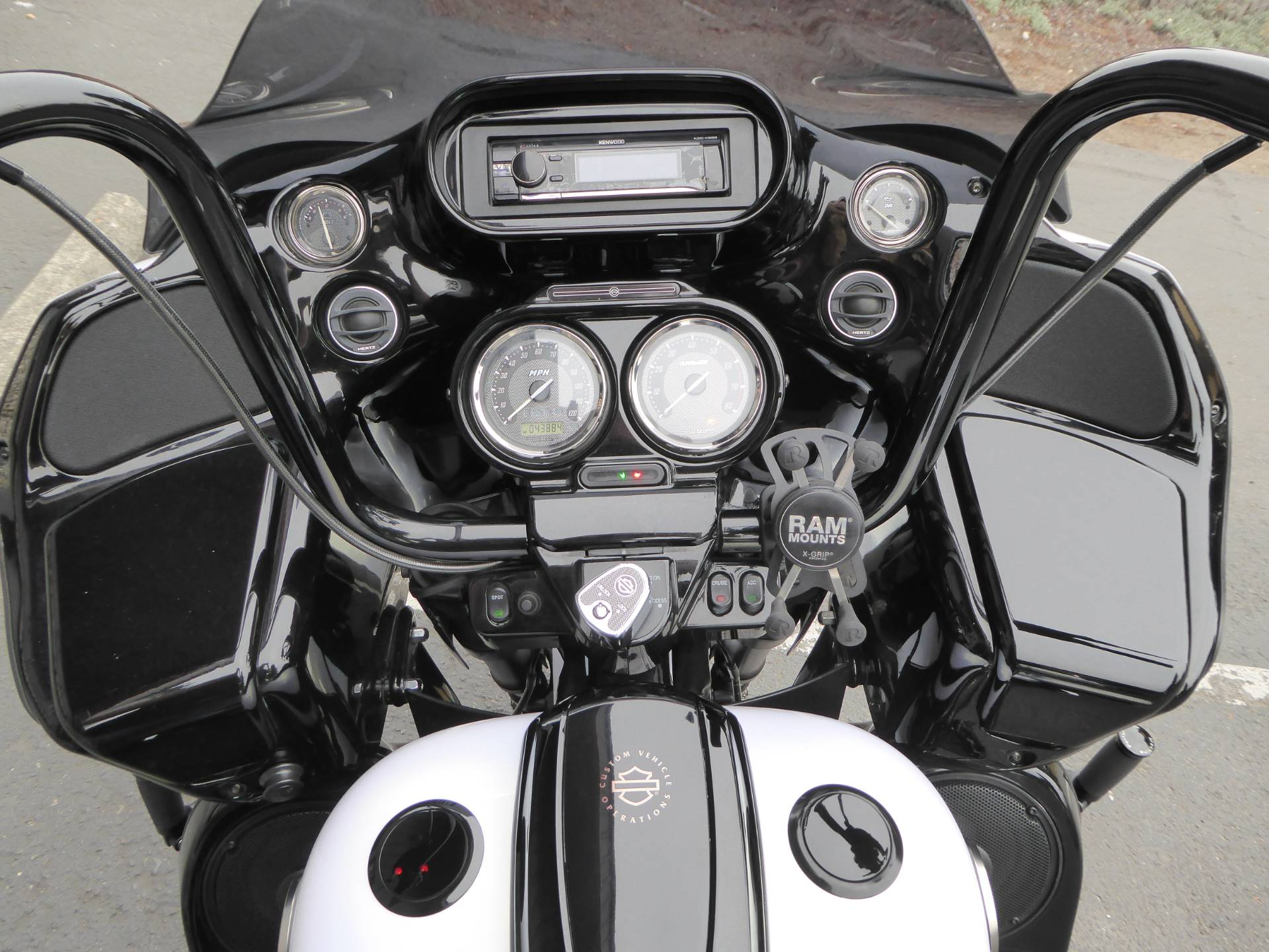 2012 Harley-Davidson CVO™ Road Glide® Custom in Cotati, California - Photo 4
