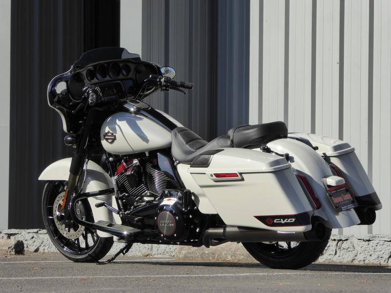 2020 Harley-Davidson CVO™ Street Glide® in Cotati, California - Photo 2