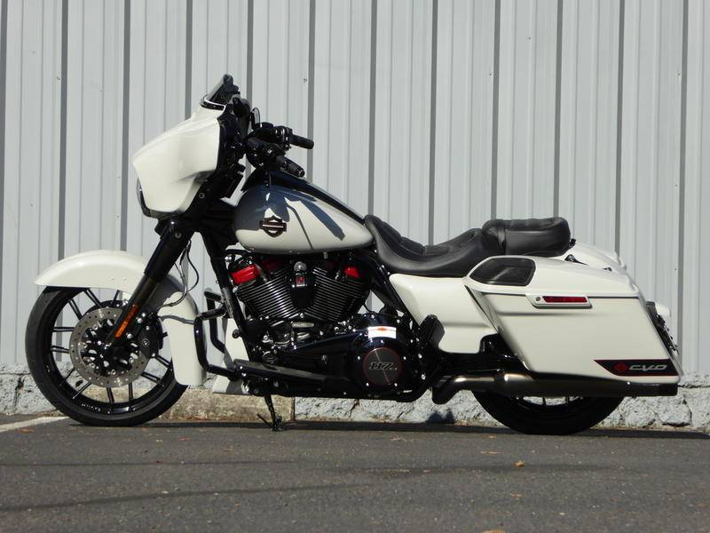 2020 Harley-Davidson CVO™ Street Glide® in Cotati, California - Photo 9