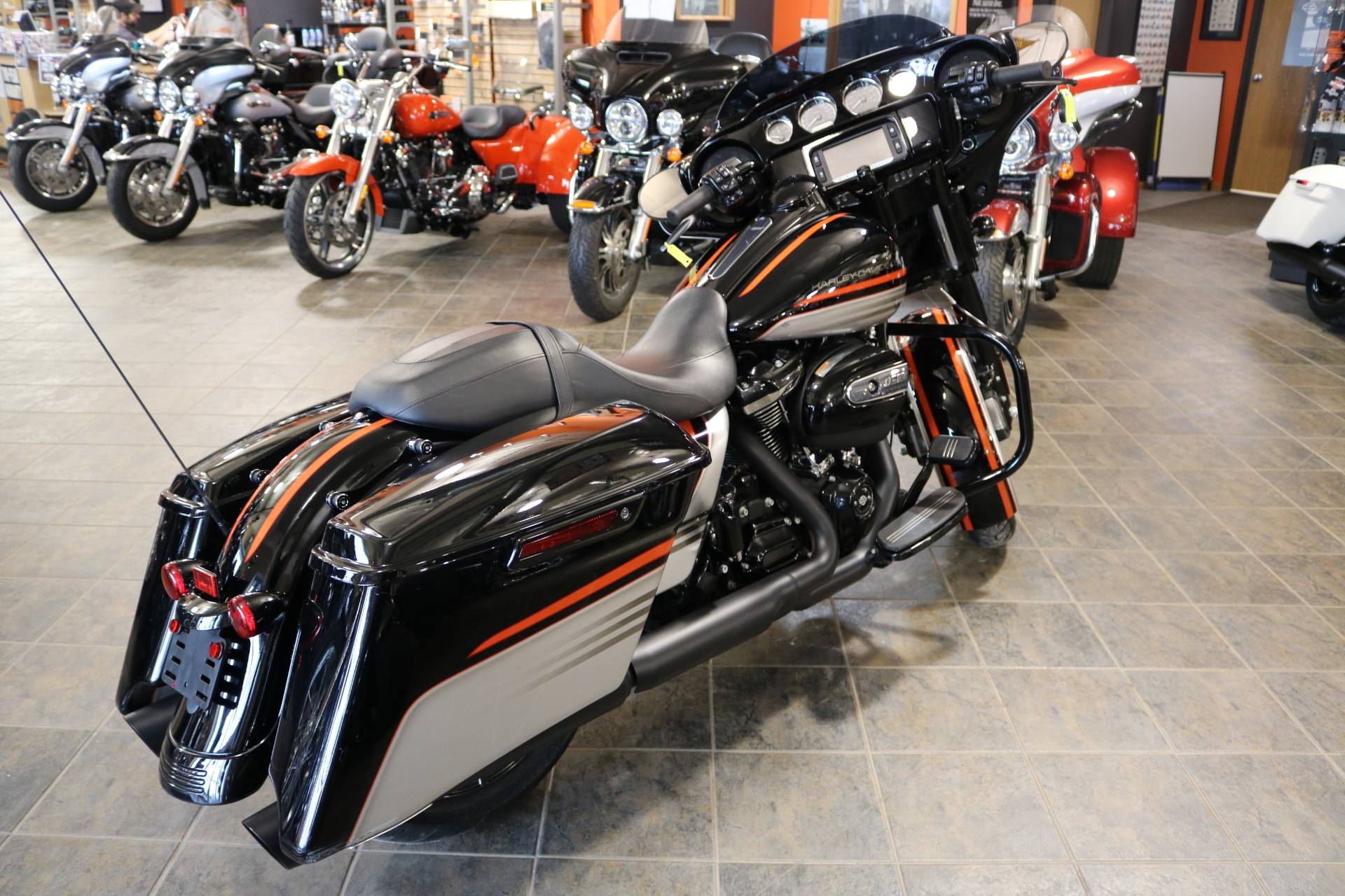 2018 Harley-Davidson Street Glide® Special in Carroll, Iowa - Photo 14
