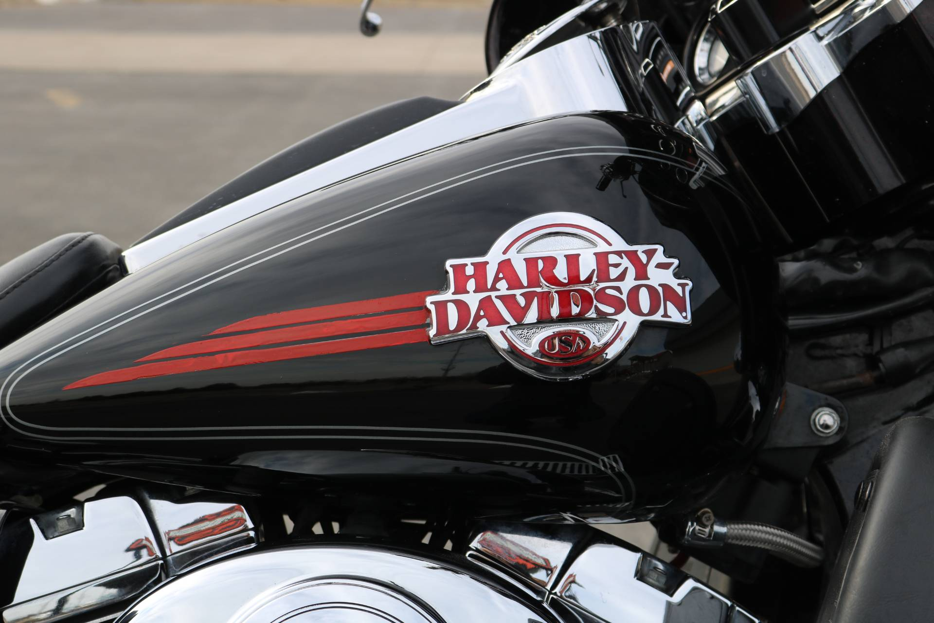 2005 Harley-Davidson FLHTCUI Ultra Classic® Electra Glide® in Carroll, Iowa - Photo 8
